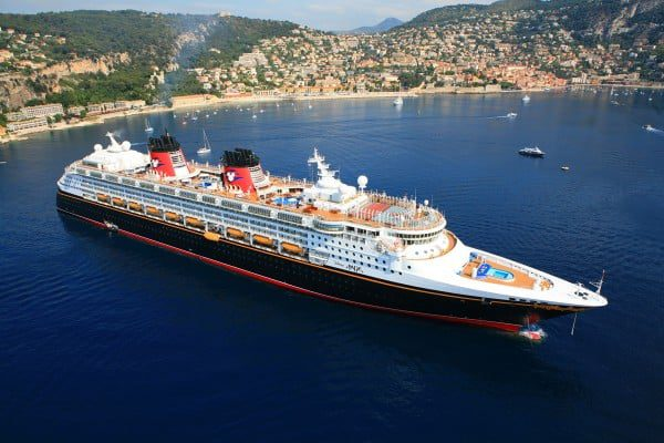 Le paquebot Disney Magic en escale en France
